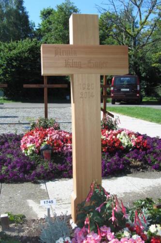 Nr: 2813 Lärchenkreuz natur gotische Inschrift