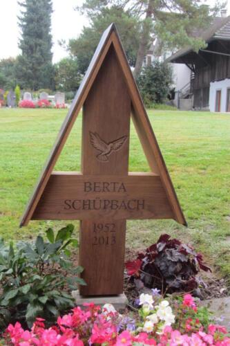Nr: 2815 Eichenkreuz mit Spitzdach