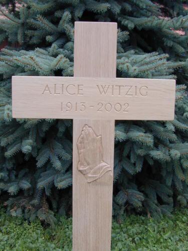 Nr: 2821 Eichenkreuz betende Hände