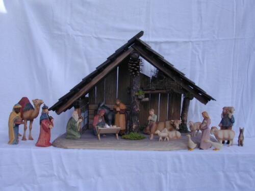 Nr: 9001 Krippe Christnacht farbig Figurengrösse 14cm