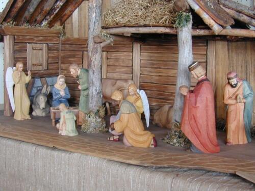 Nr: 9101Krippe Weihnacht farbig Figurengrösse 22cm